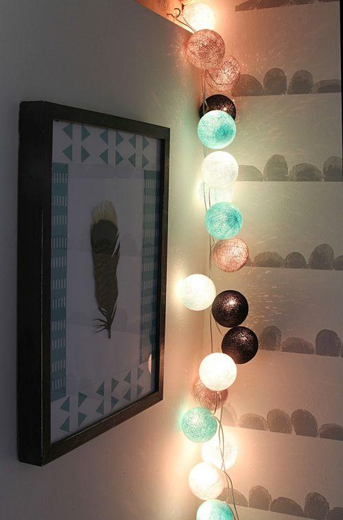 Декоративное украшение из светодиодов в спальне