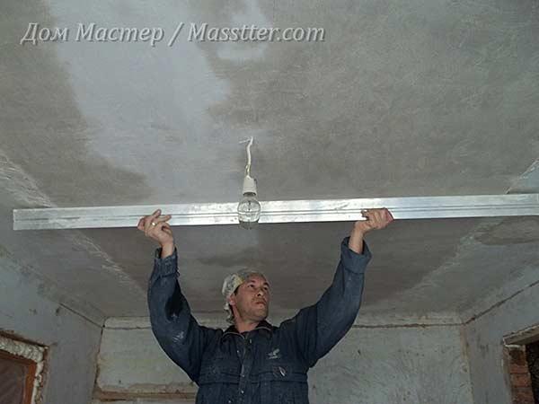 Выровнять потолок штукатуркой