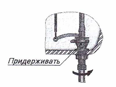 подсоединении водопроводного шланга к клапану впуска