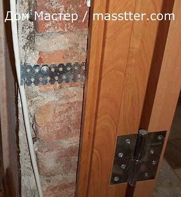 крепление дверной коробки металлическими пластинами для гипсокартона